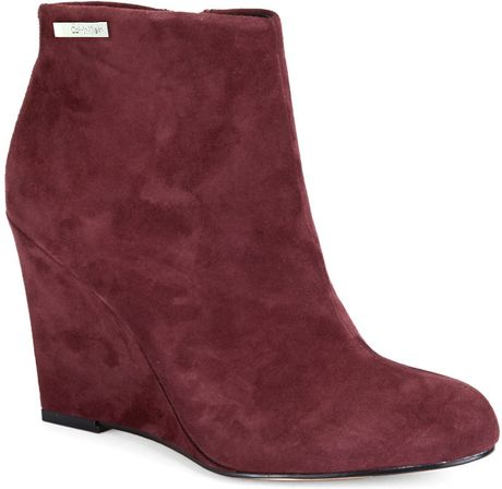 calvin klein cena suede wedge ankle boots in burgundy