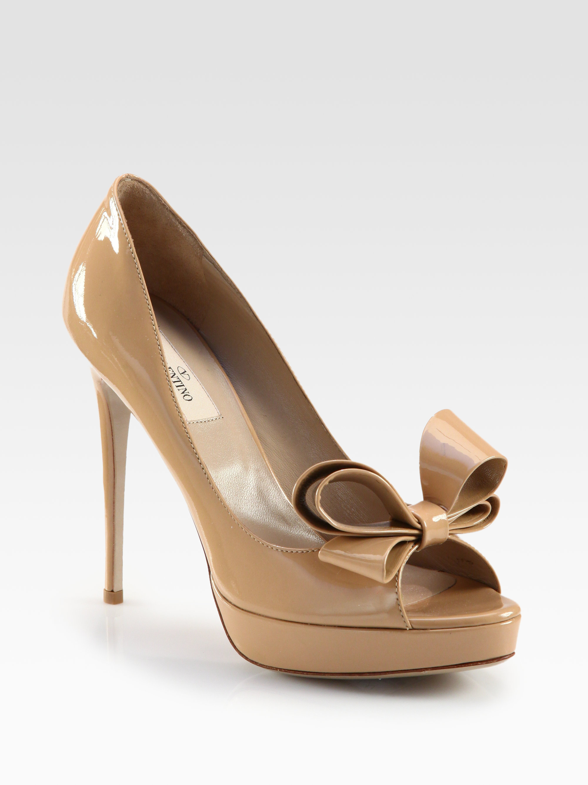 c1c686a9faa9e Gallery. Previously sold at: Saks Fifth Avenue · Women's Valentino Bow  Women's Valentino Bow Pumps