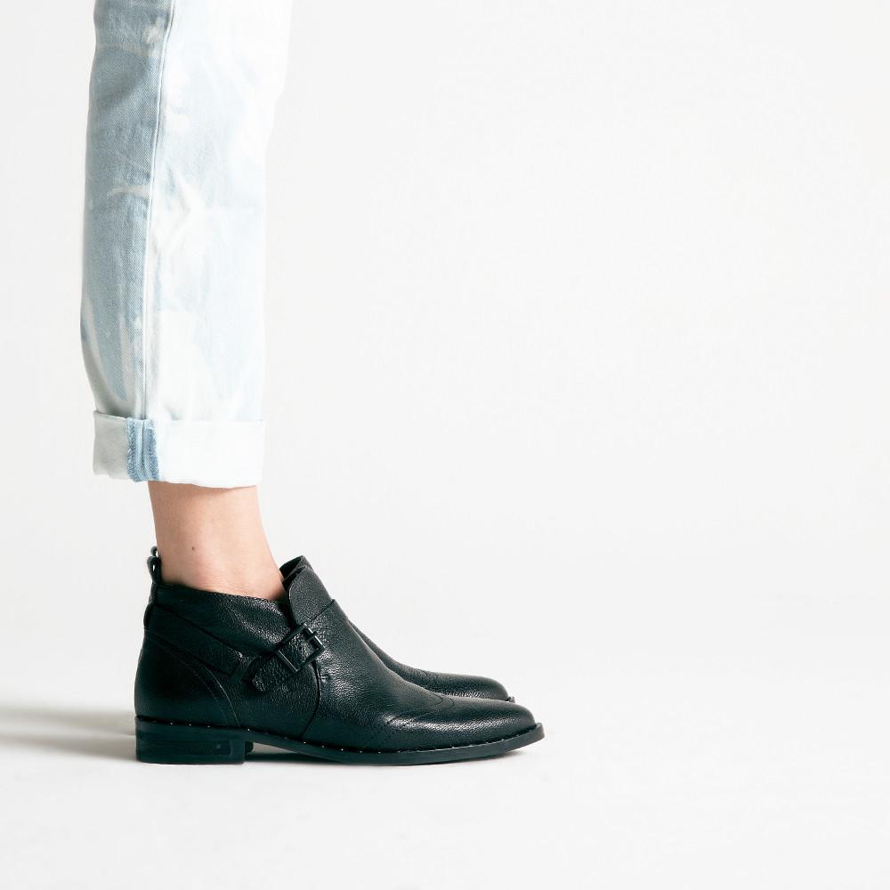 fr苴da salvador low cut ankle boot in black lyst