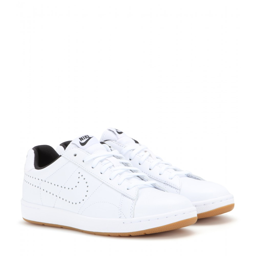 on sale 447a4 a8057 Nike Tennis Classic Ultra Sneakers in White - Lyst