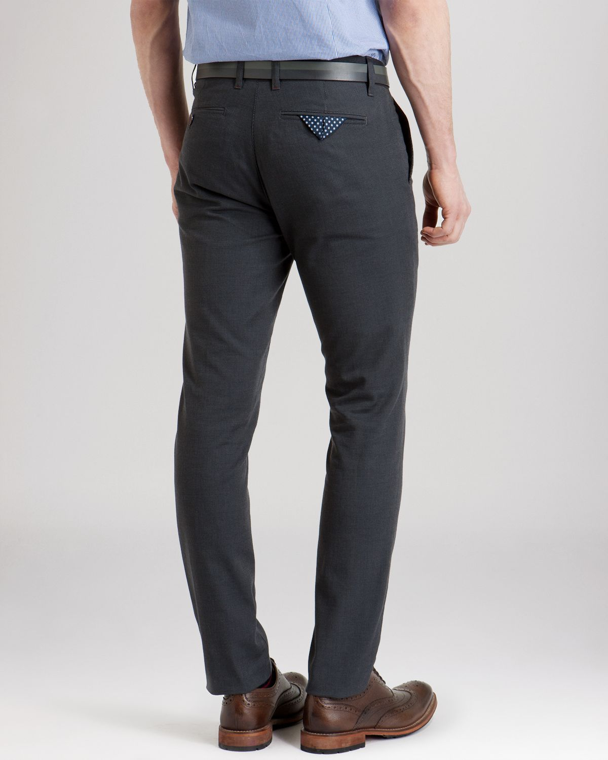 Grey Chinos Men PHOTO CREDIT: Ashley Weston. The Idle Man – Trousers £24 The Idle Man – Suit Trousers £24 What to Wear With Grey Trousers. Grey jeans are a great colour alternative to your usual blue or black. Match some grey jeans and a white T-shirt for a simple casual look.