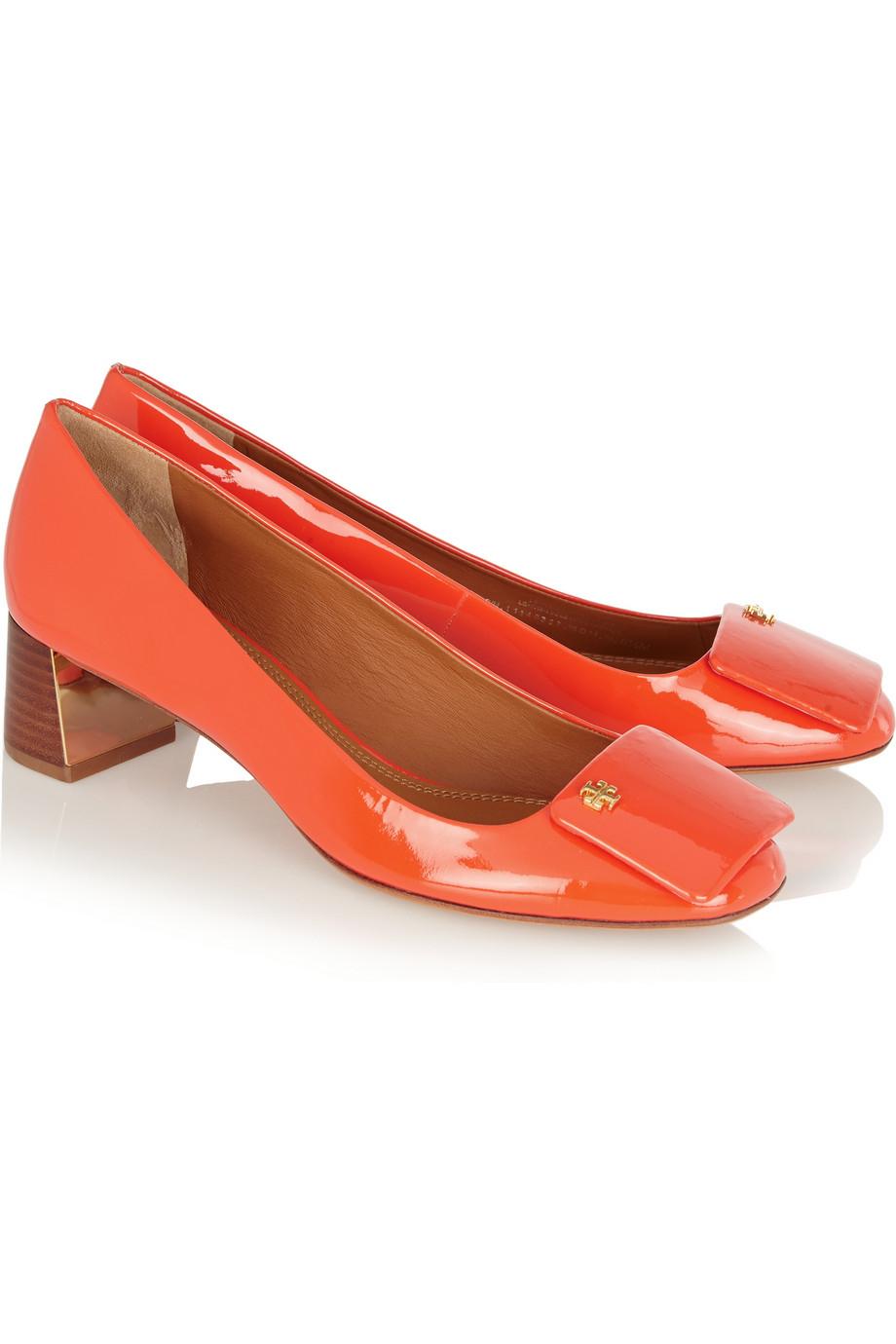 8a7094b8715fe Tory Burch Yardley Patent-leather Pumps in Orange - Lyst