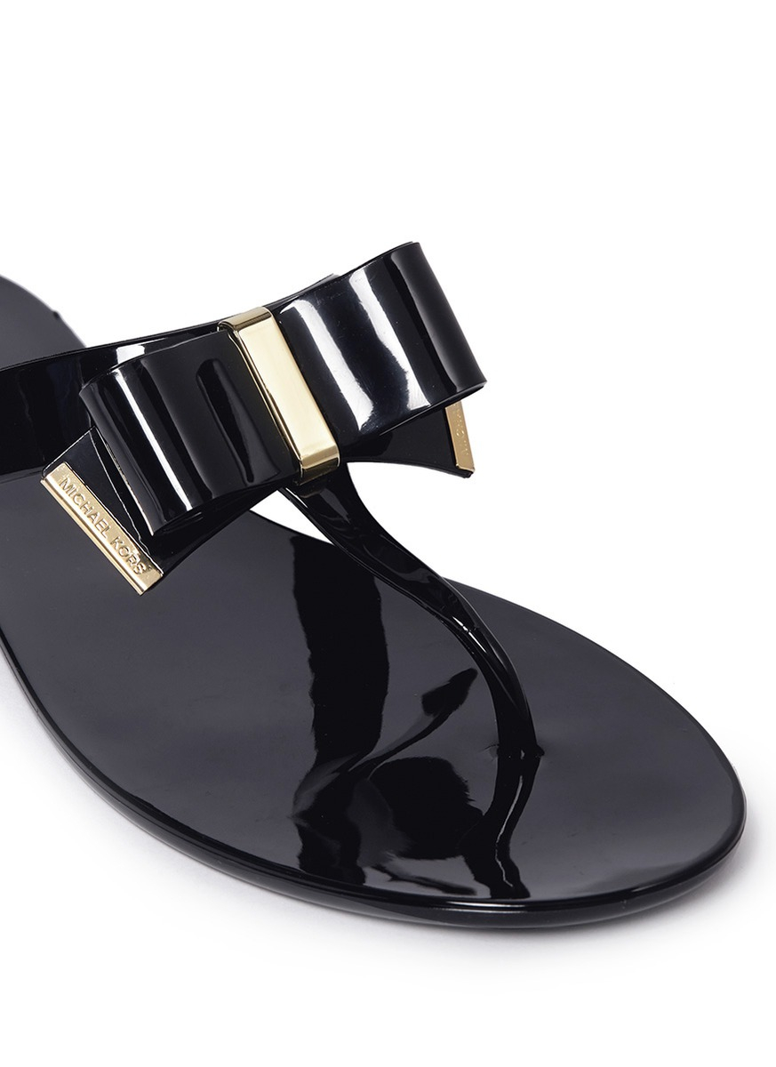 f05eddf88 Michael Kors Kayden Bow Thong Sandals in Black - Lyst