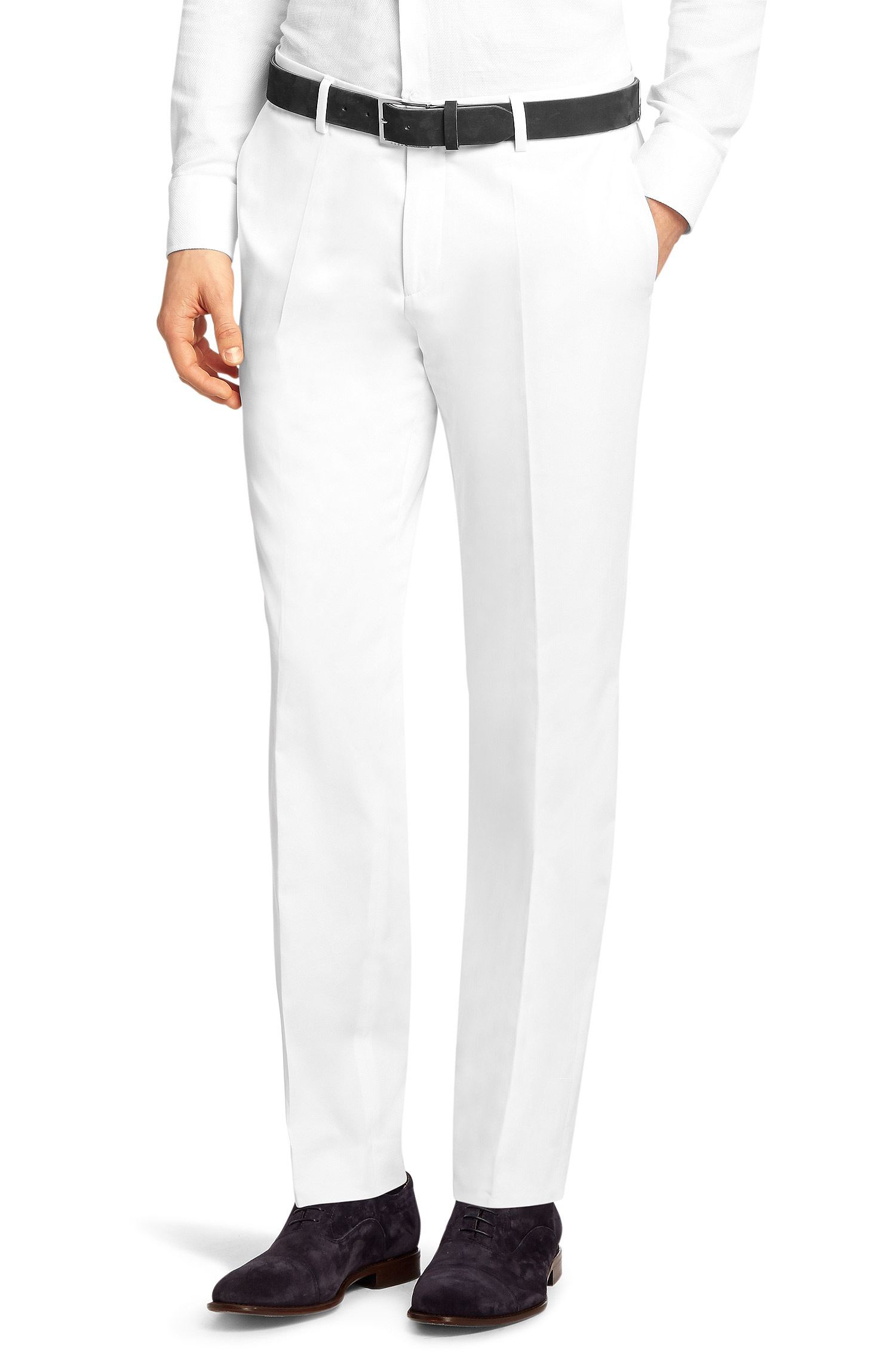 Petite Dress Pants You'll love all the styles in our selection of petite pants. Go business casual in a pair of slacks paired with a pretty petite blouse or add bold colors to your collection for stand-out style.