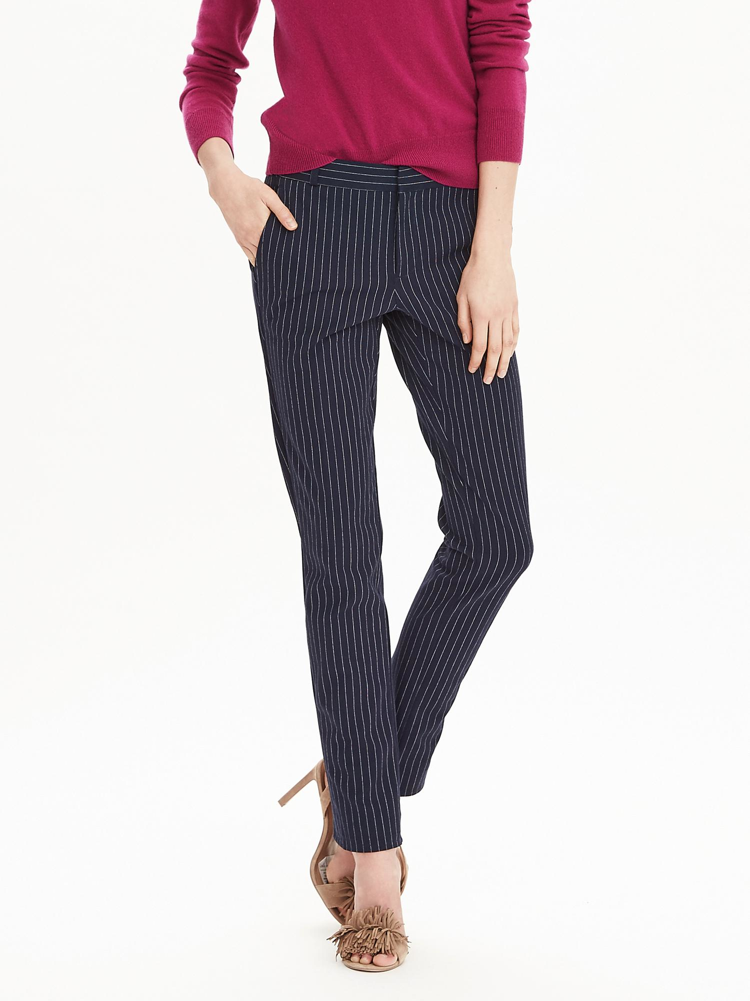 The Ryan fit is a new style of pants from Banana Republic that's described as a slim-straight silhouette that is slim through the hip and thigh. Above I'm wearing the 12 with a long inseam. Above I'm wearing the 12 with a long inseam.