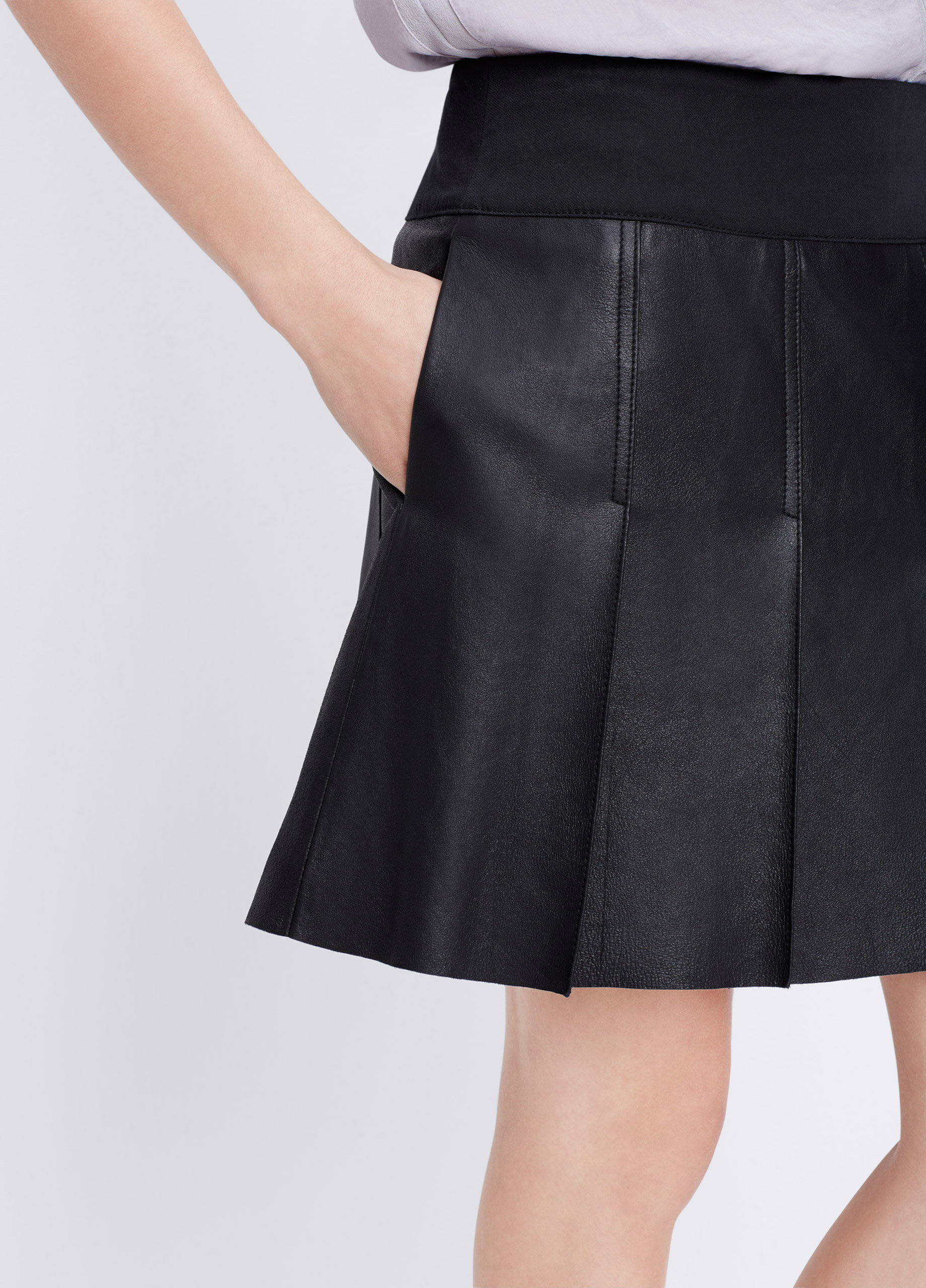 55fc418388 Vince Feather Leather Pleated Skirt in Black - Lyst
