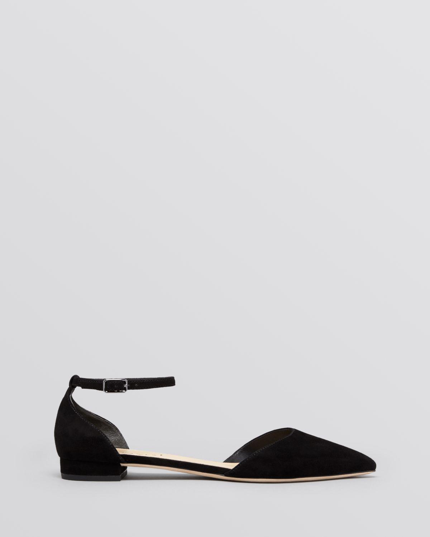 Vanna white toes