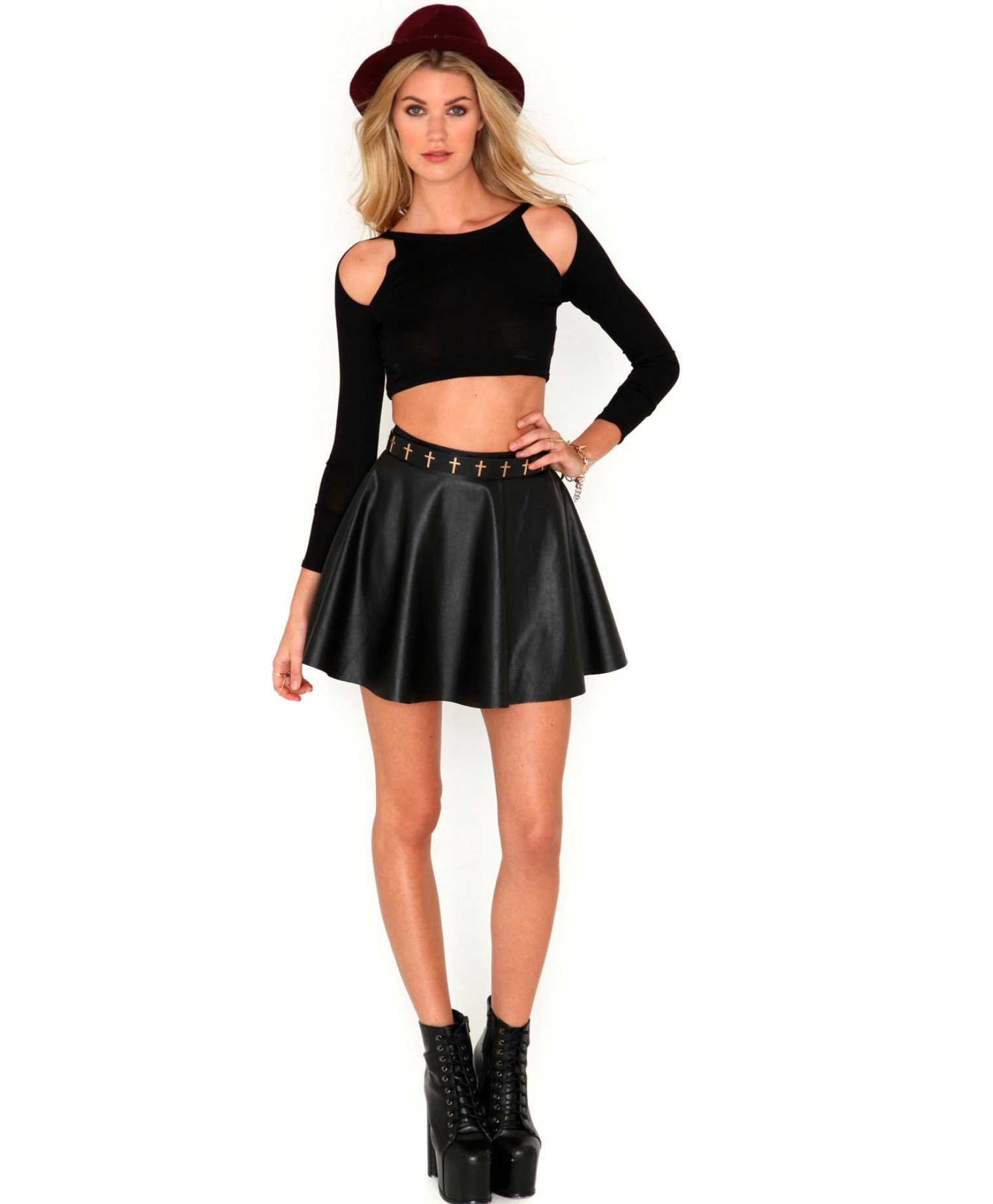 1d8744153c53f0 Missguided Liama Cut Out Shoulder Crop Top in Black in Black - Lyst