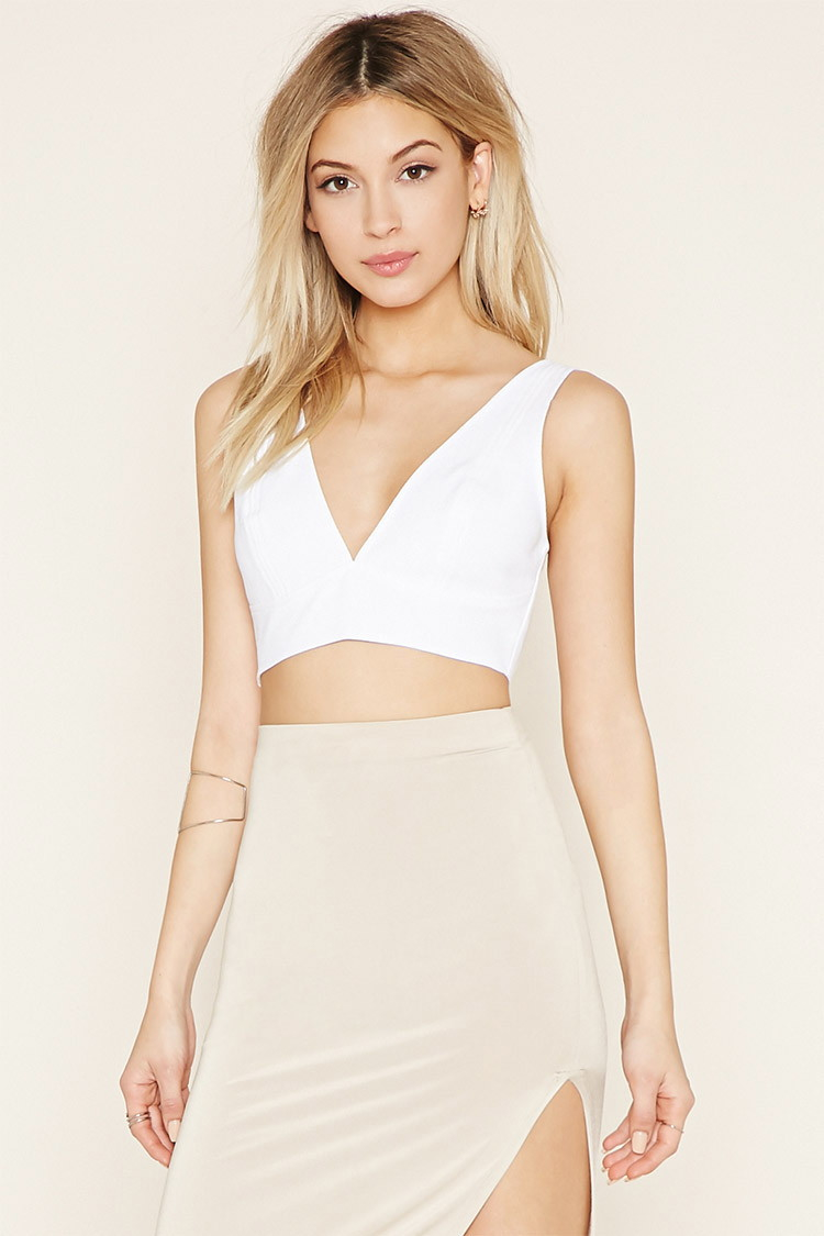 ce575f99153 FOREVER 21 White vneck crop top white crop top t