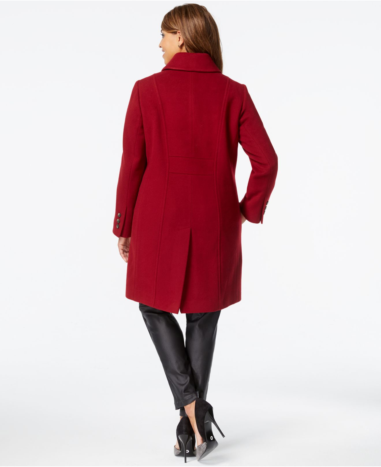 Make Dillard's your women's coats and jackets destination. Find the lastest women's outerwear from parkas, anoraks, and more at Dillards.
