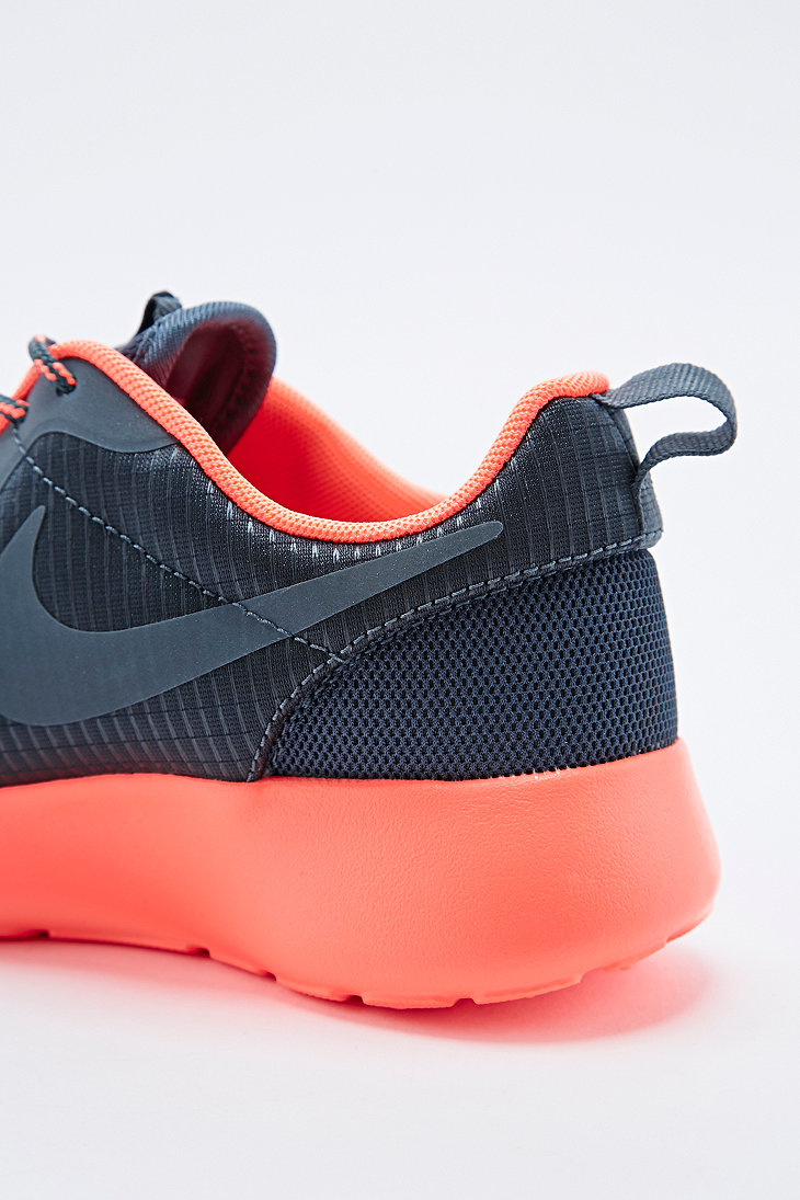 nike roshe run trainers in grey and coral in gray grey. Black Bedroom Furniture Sets. Home Design Ideas