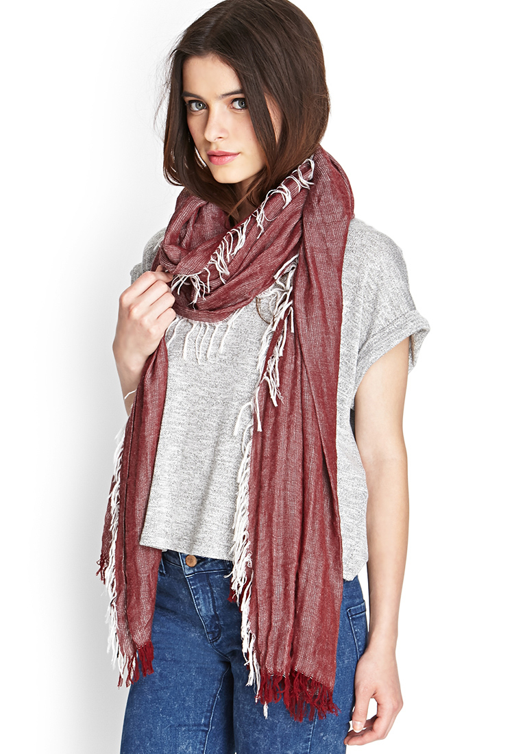 Free knitting patterns and step-by-step basic knitting lessons and tutorials. Everything from simple knitted hats, fast chunky Garter Stitch scarves, cozy infinity scarves and cowls, to handknitted shawls, blankets, sweaters, pillows and dresses.