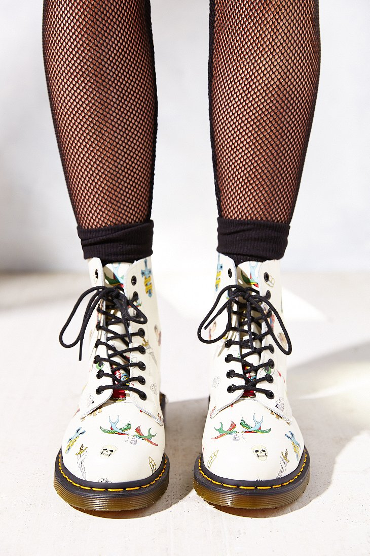 Dr. martens Tattoo 8-Eye Boot in White | Lyst