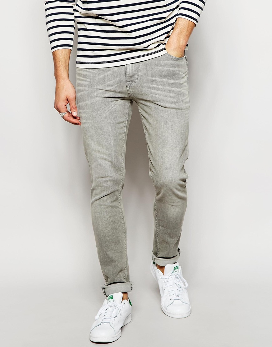 What to Wear with Grey Jeans Grey jeans come with the ability to be worn with a plethora of colours and textures, making them a versatile and easy-to-wear wardrobe staple. They're perfect for Spring/Summer, as they feel lighter than your standard blue or black pair of jeans.