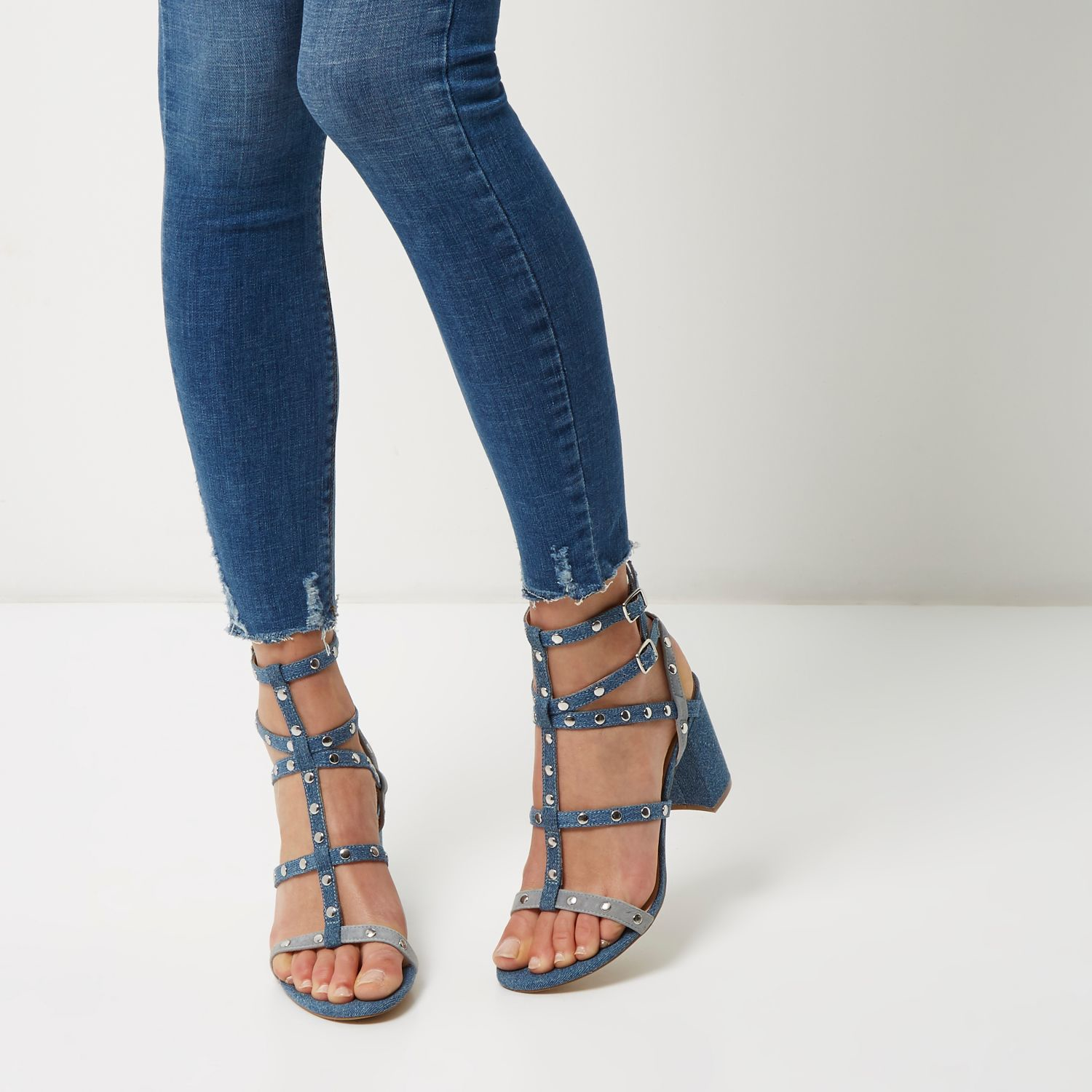 Jeans And Sandals Women With Beautiful Images u2013 playzoa.com