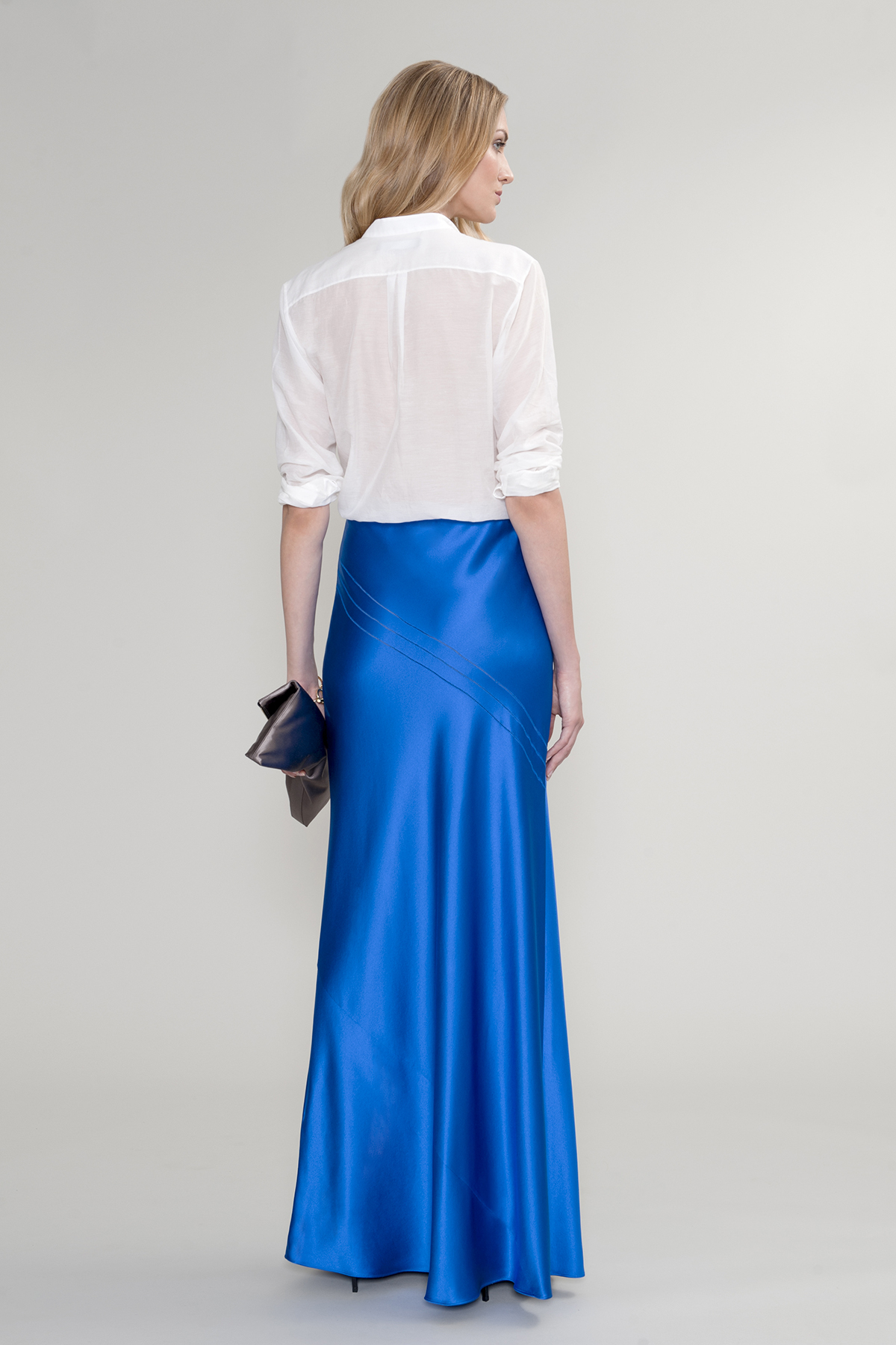 amanda wakeley hikari silk maxi skirt in blue lyst