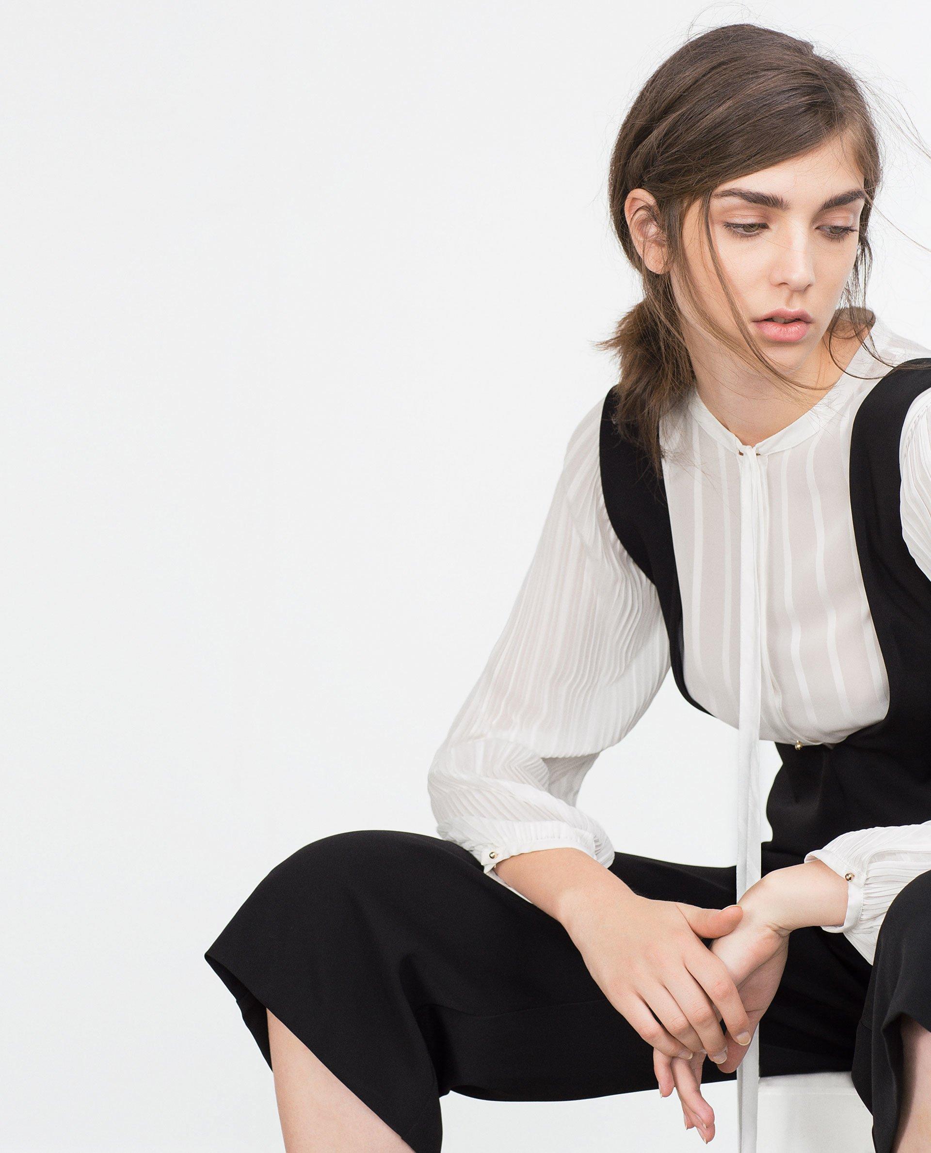 how to wear low cut jumpsuit