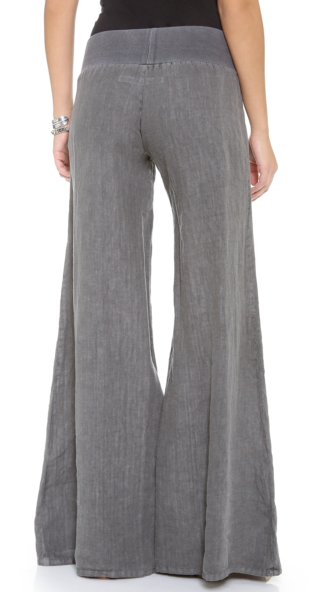 Loose linen wide leg pants – looks like a skirt, but feels like pants. Very comfortable and flattering fit. This is one of our favorites for true nomads who truly appreciate quality and comfort on the next level.