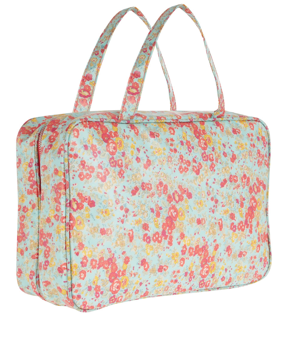 Liberty Tatum Print Tana Lawn Weekend Wash Bag in Purple | Lyst
