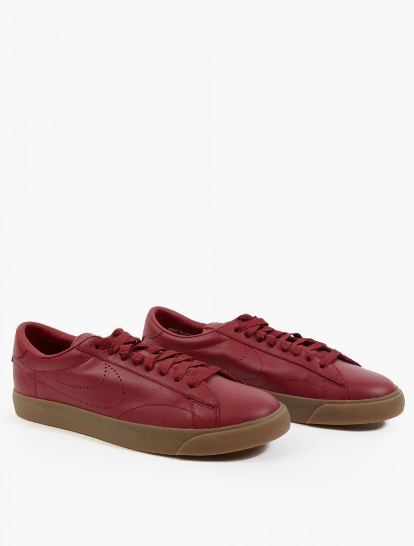 nike maroon tennis classic ac sp sneakers in for