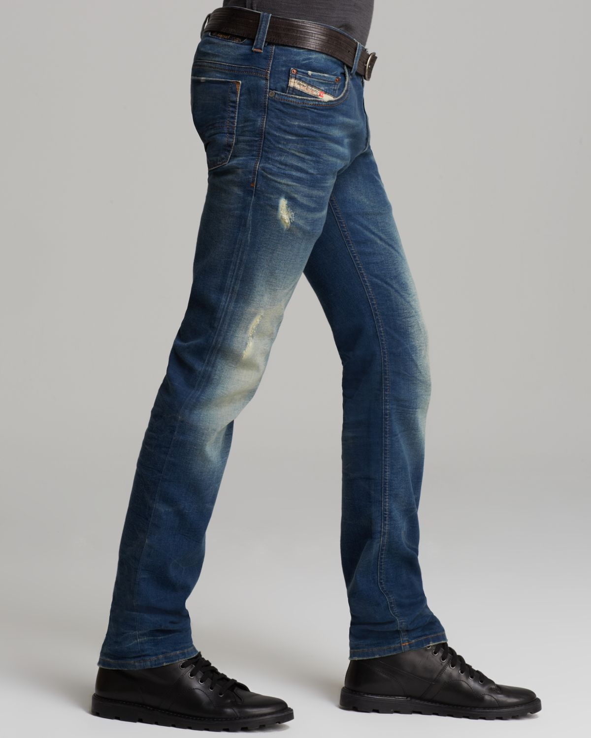 Shop Levi's Men's Straight Fit Jeans online at abpclan.gq The classic straight fit. Our ™ Straight Fit Jeans sit low on the waist and are generous through the seat and thigh with a straight leg. Best for athletic to medium builds/5(K).