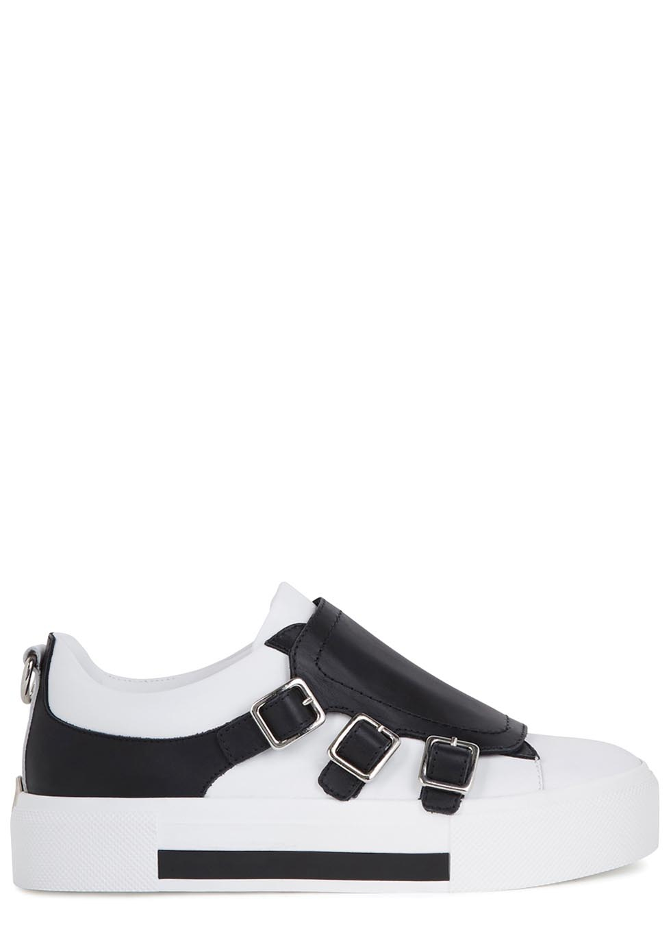Flatforms are the 90s-inspired shoe of the season and will help you nail the minimalist look fo sho. Go for lace-up detailing and stand out eyelets to keep the interest on you. A cleated sole will give your newfound look some serious edge and fashion fever.