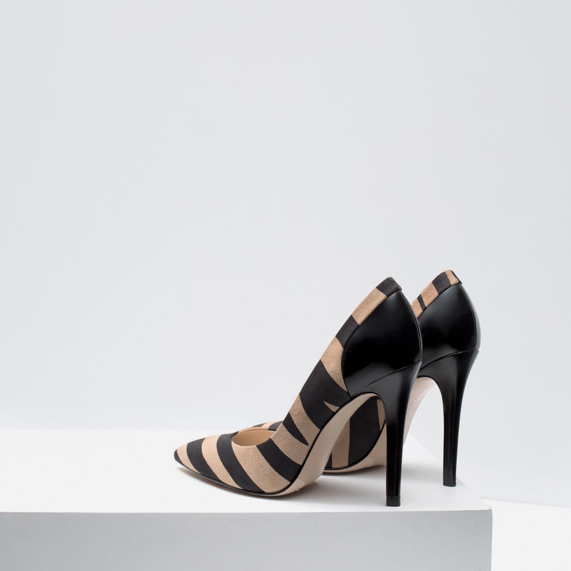 Model Zara Laminated Flat Shoes In Metallic