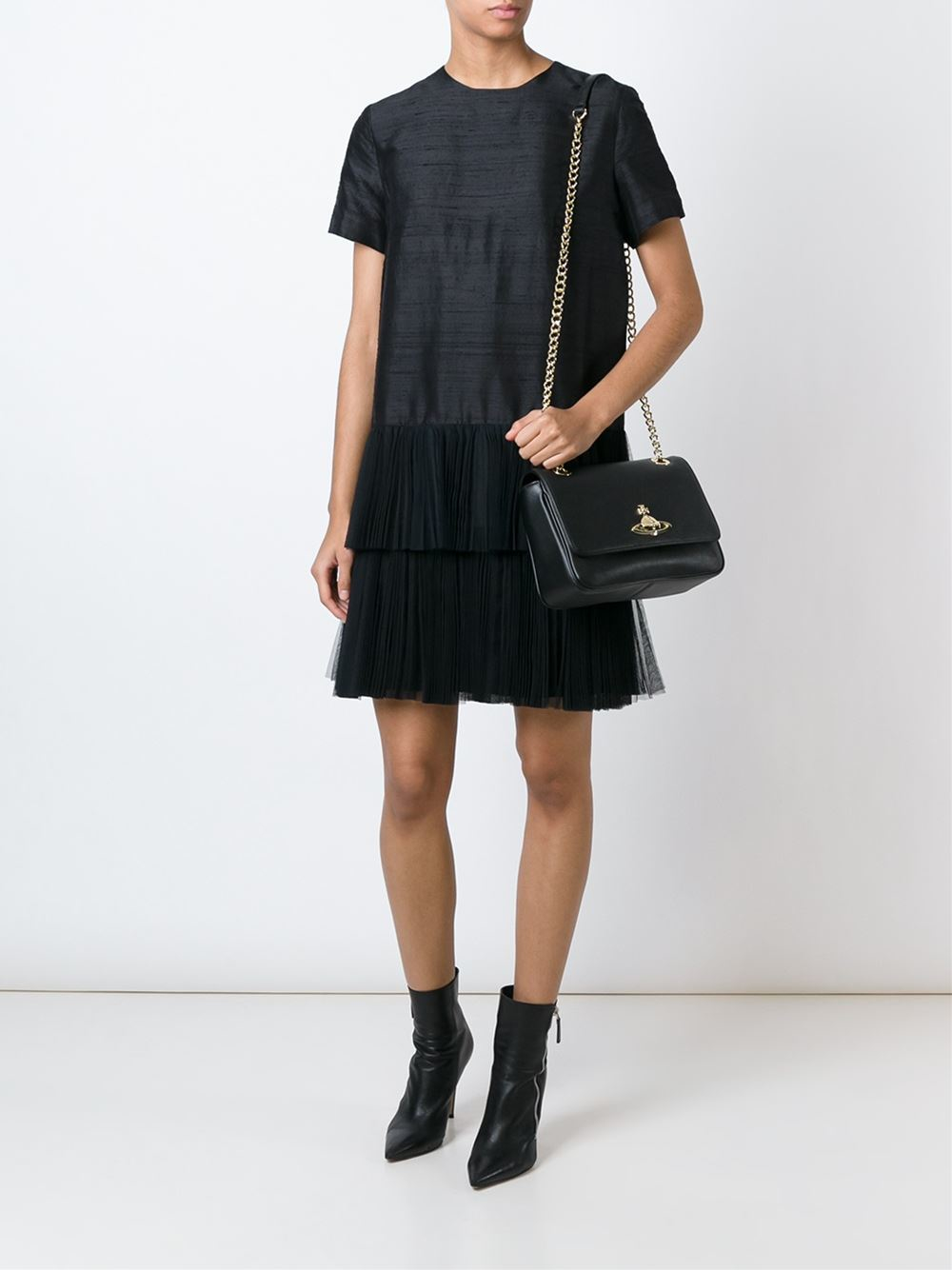 b0e039ef053 Vivienne Westwood Anglomania Logo Plaque Shoulder Bag in Black - Lyst