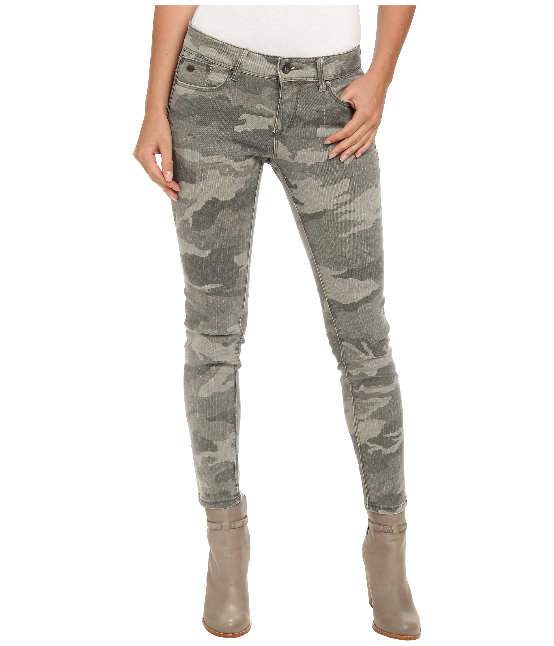 roxy suntrippers crop camo pant in gray lyst