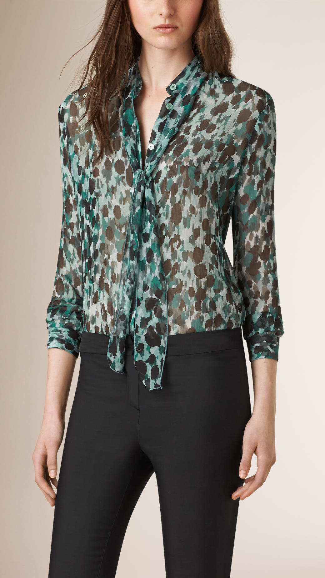 5481e42c8bdf7e Lyst - Burberry Tie Detail Patterned Silk Blouse in Green