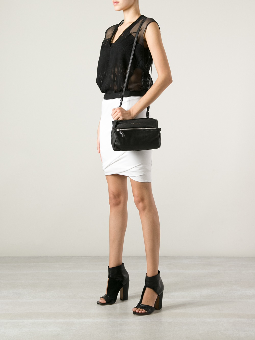 Un Mini Sac En Noir Givenchy Pandora qDWYn6eJB