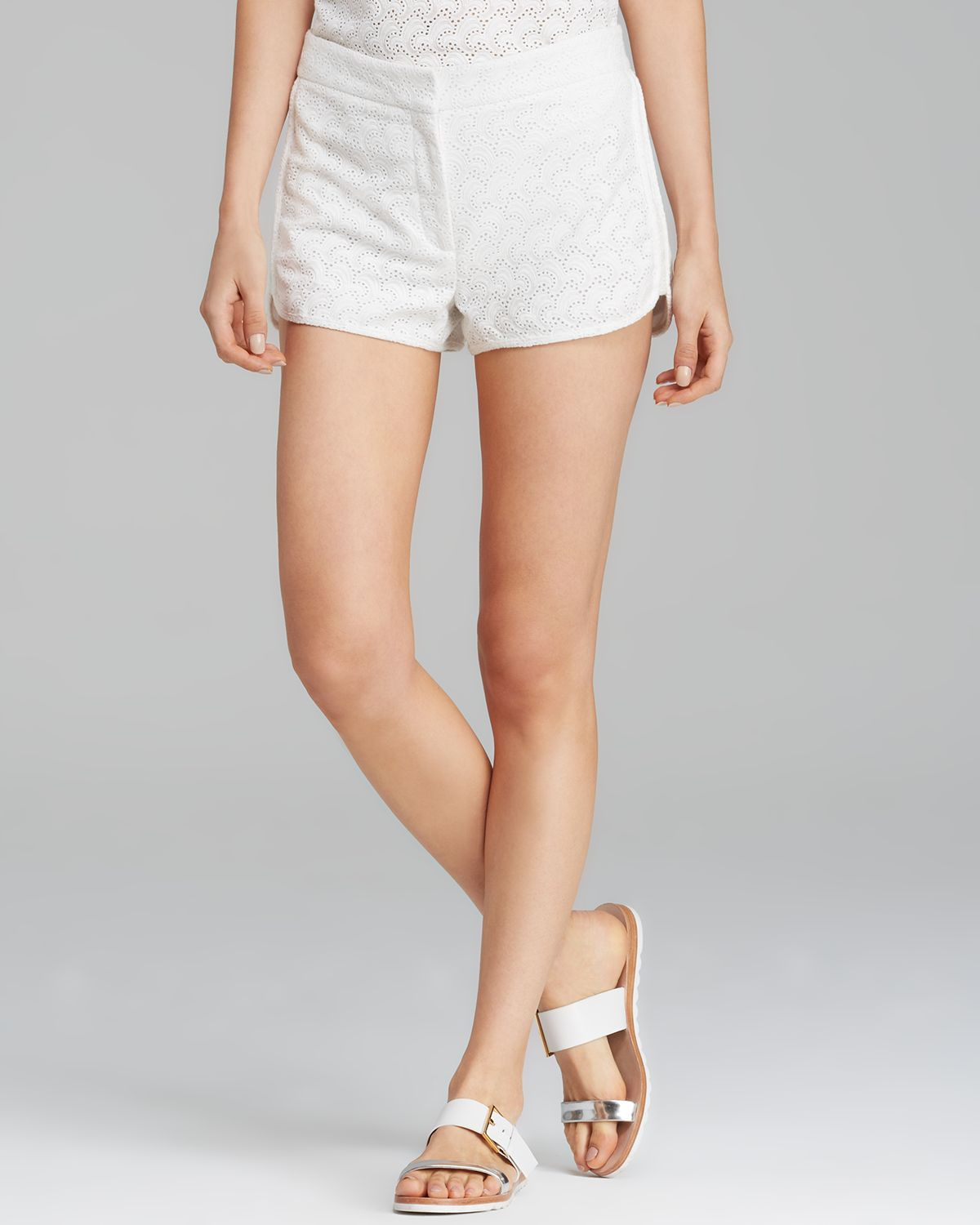 f29334bff96 Theory Shorts - Nadrea Ellice in White - Lyst