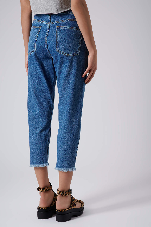 2f219a02722 TOPSHOP Moto Raw Hem Mom Jeans in Blue - Lyst