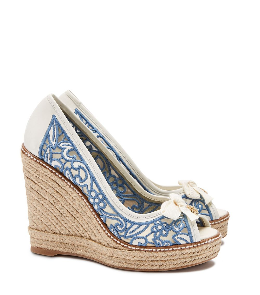 5777919b78e4 Tory Burch Lucia Lace Peep-Toe Wedge Espadrille in White - Lyst