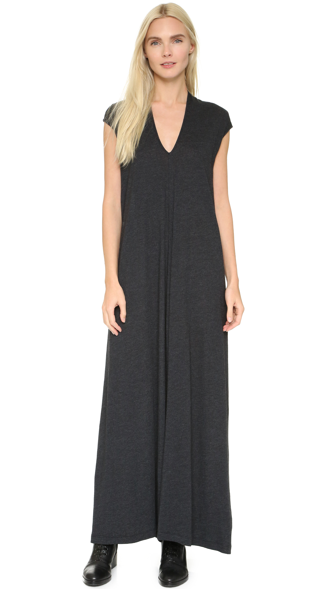 Dress down in a black maxi with ankle boots and accessories, or introduce a smart casual look in an elegant red maxi as a stylish alternative to a formal cocktail dress. Complete the look with classy jewellery and sandals.