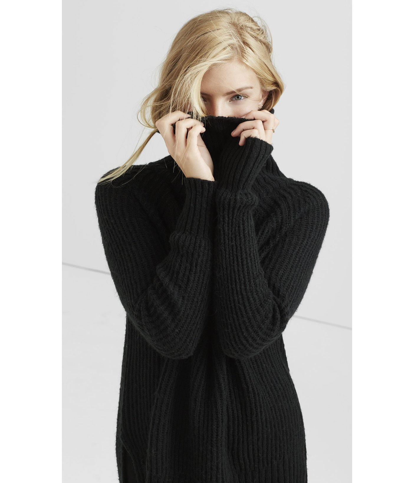 Express Boxy Extreme Hi-lo Hem Turtleneck Sweater in Black | Lyst