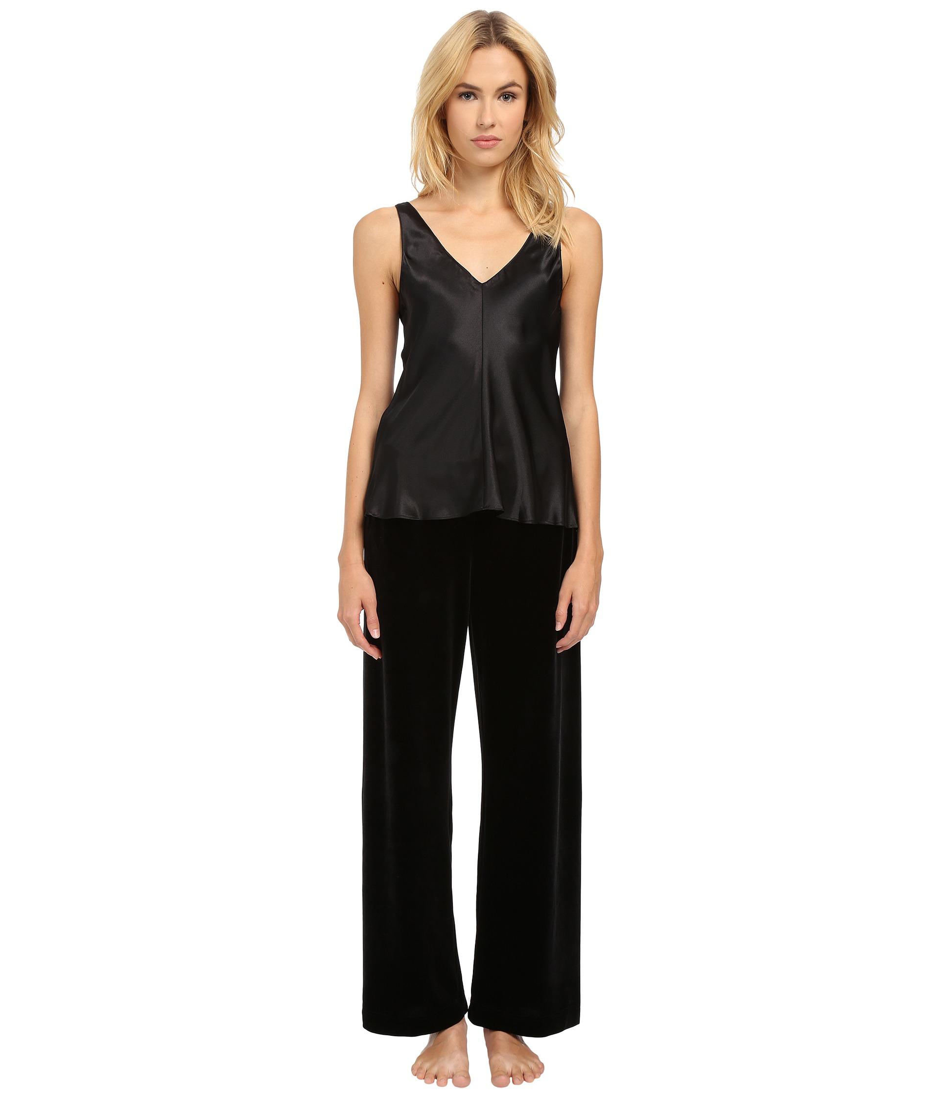 Lyst - Oscar de la Renta Two-piece Pajama - Charmeuse Top And Velvet ... d9e96b633
