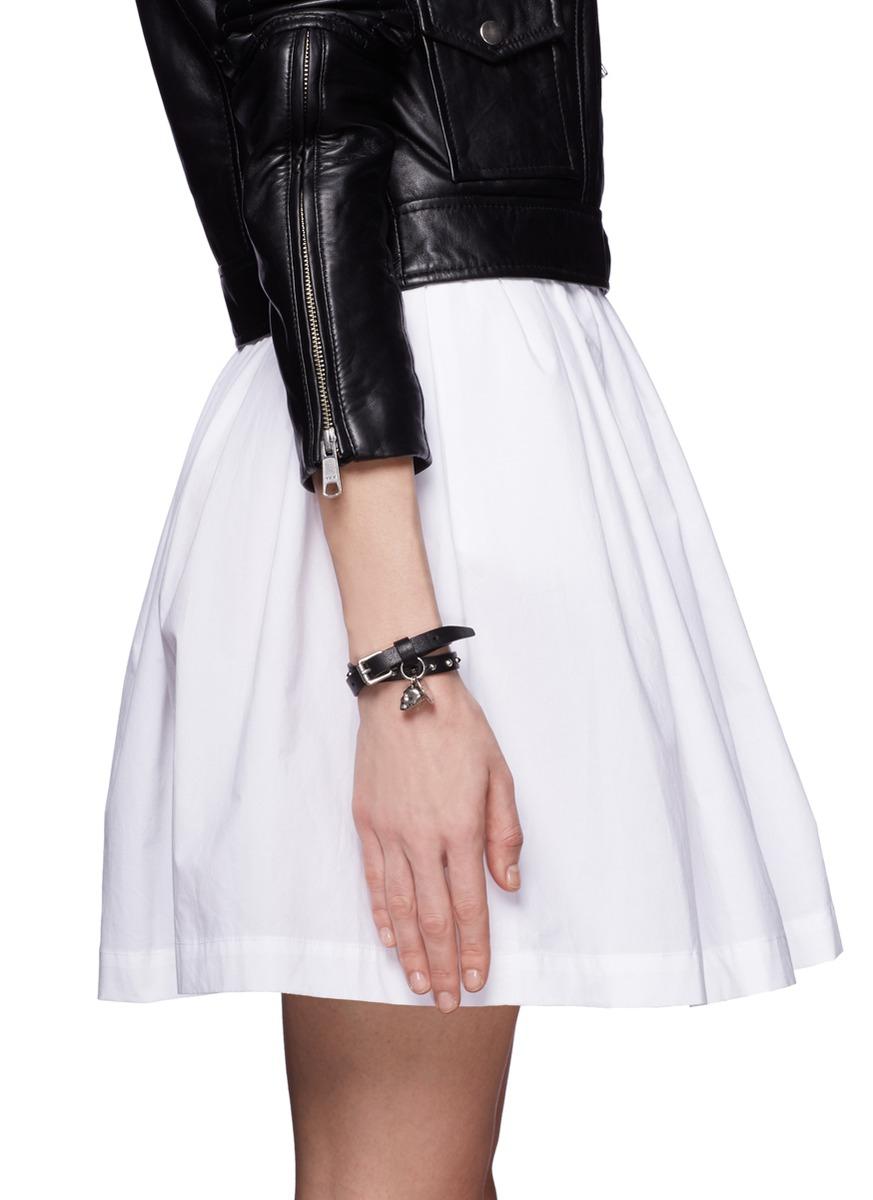 Alexander McQueen Skull-charm double-wrap leather bracelet lYFS8zAu