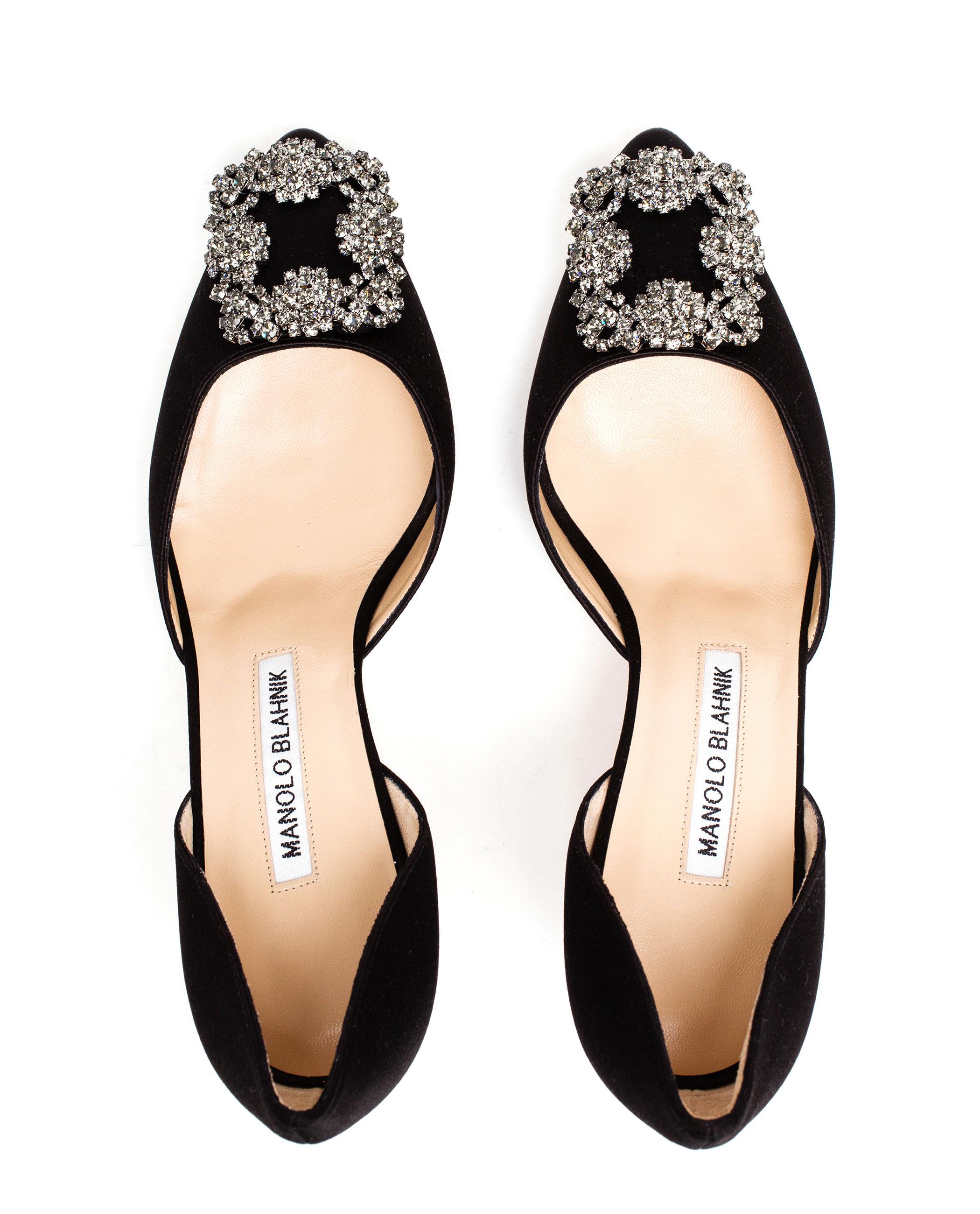 3912185e326 manolo blahnik crystal embellished satin mid heels golden   Dr Döman