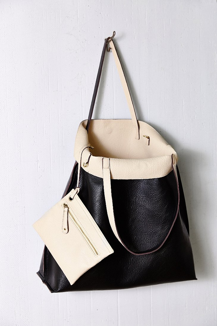 Gallery Previously Sold At Urban Outers Women S Reversible Bags