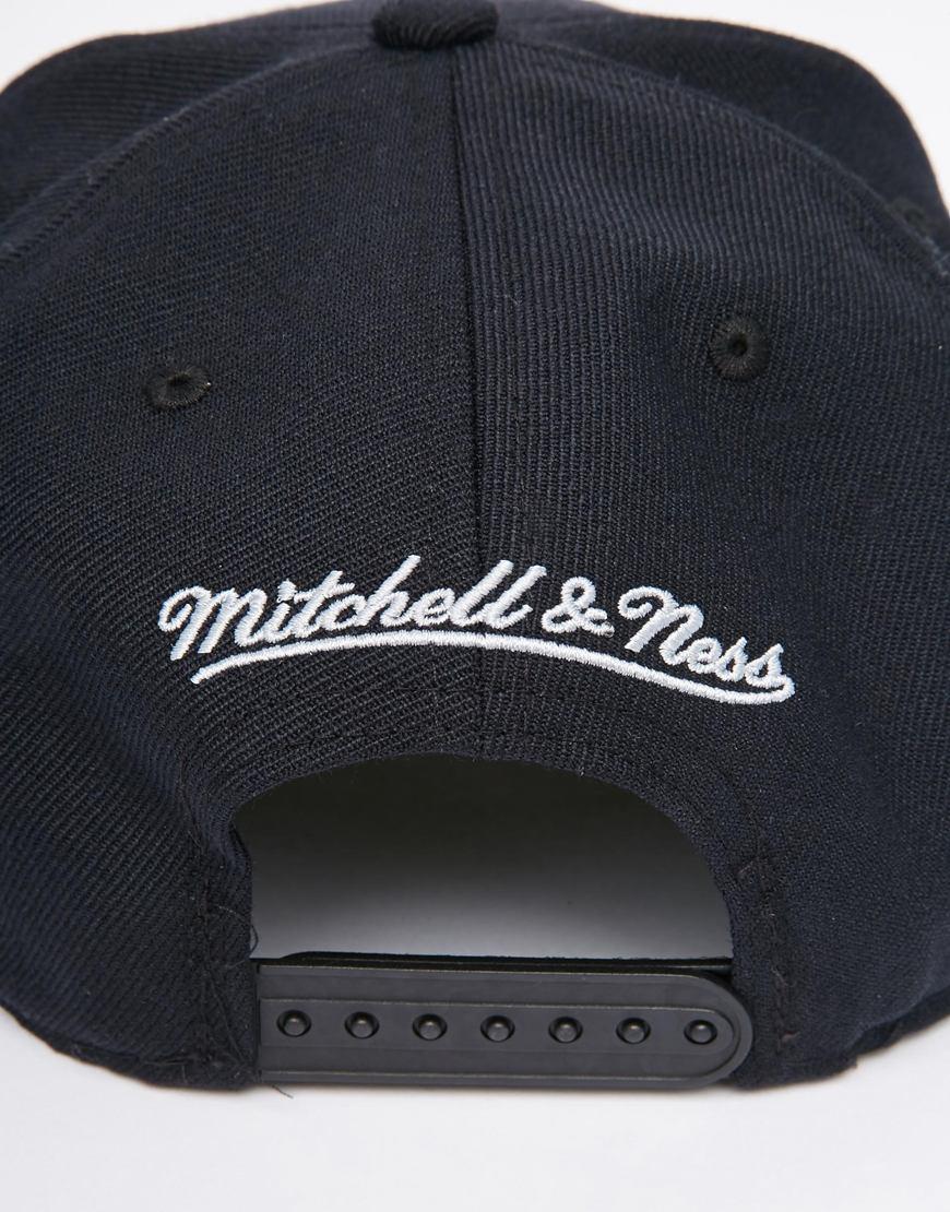 230cad65100 Lyst - Mitchell   Ness La Kings Retro Snapback Cap in Black for Men