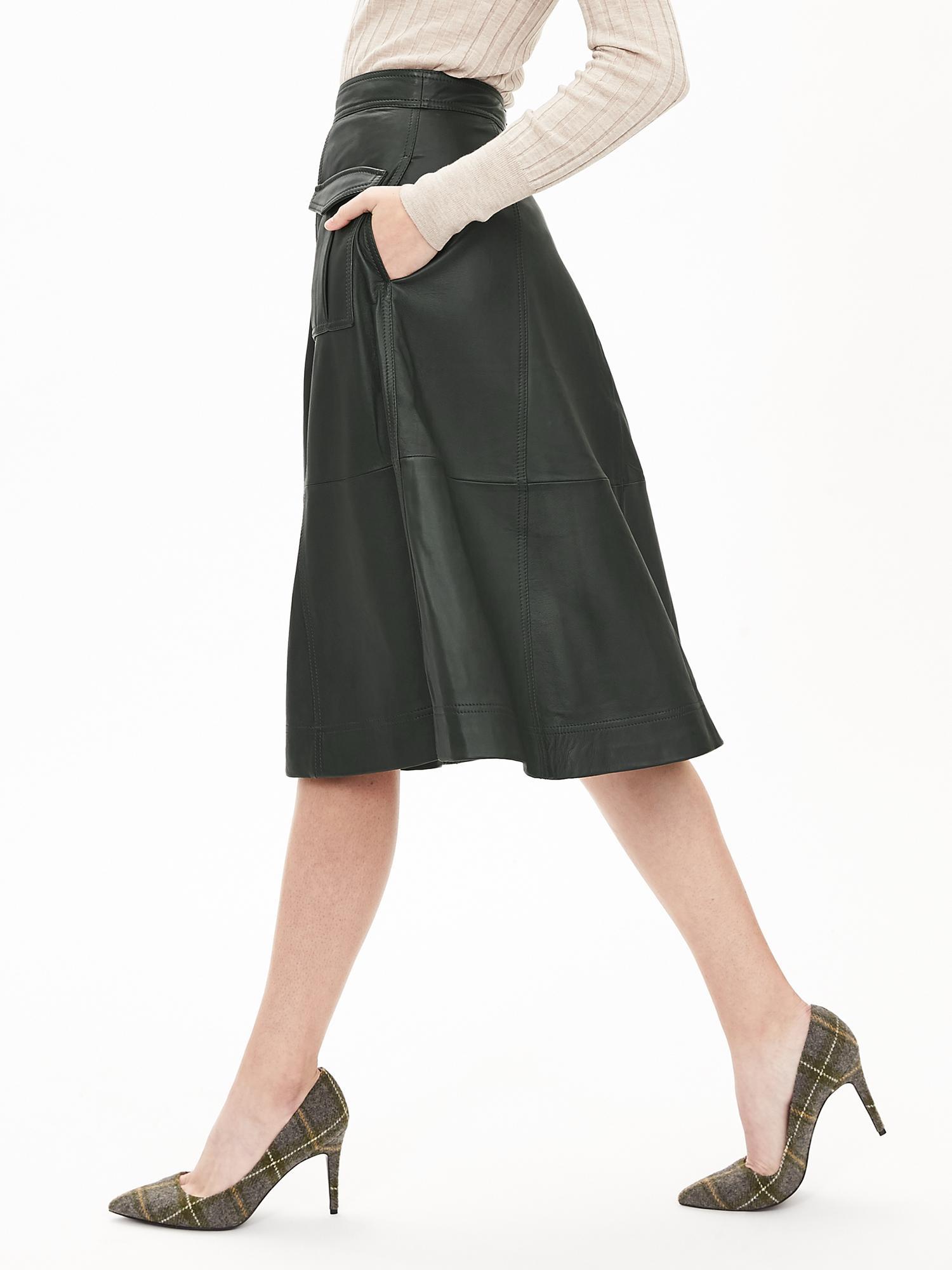 e8089404b2 Banana Republic Heritage Leather Cargo Midi Skirt in Green - Lyst