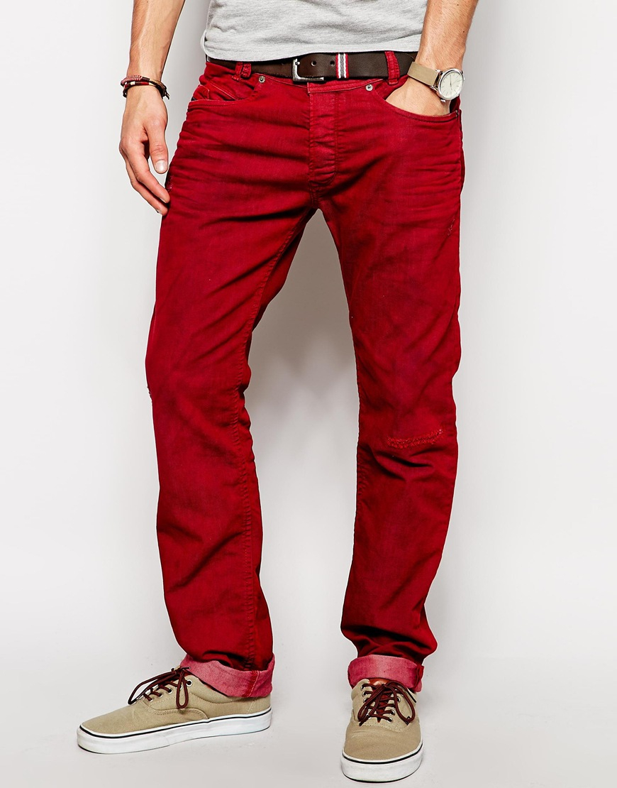 Now, men in red trousers are like the whole marmite complex – you either love it or hate it. We love it, and that's why we've devised this helpful style guide! It will lead you through everything about red trousers for men, with bits on the history, style and definite coolness.