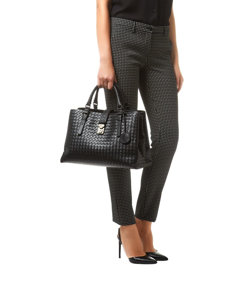 Bottega Veneta Medium Intrecciato Roma Tote Bag in Black - Lyst 9926e3a9e10c4