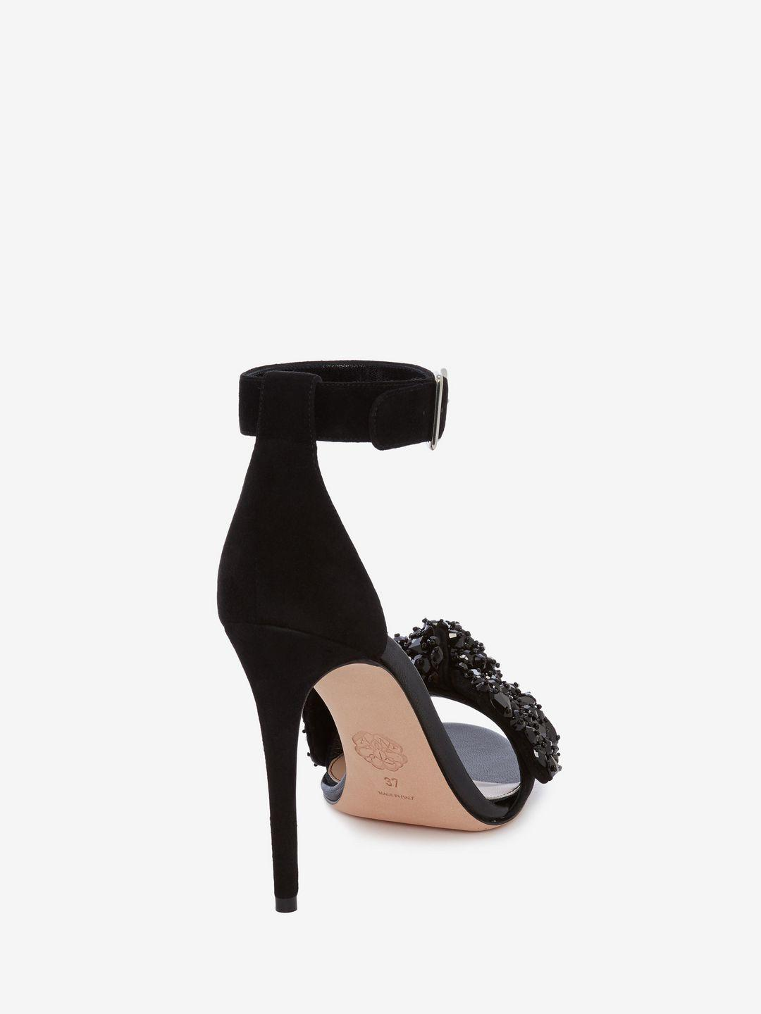 e85d10339a69 Alexander McQueen Bow Embroidered Sandal in Black - Lyst