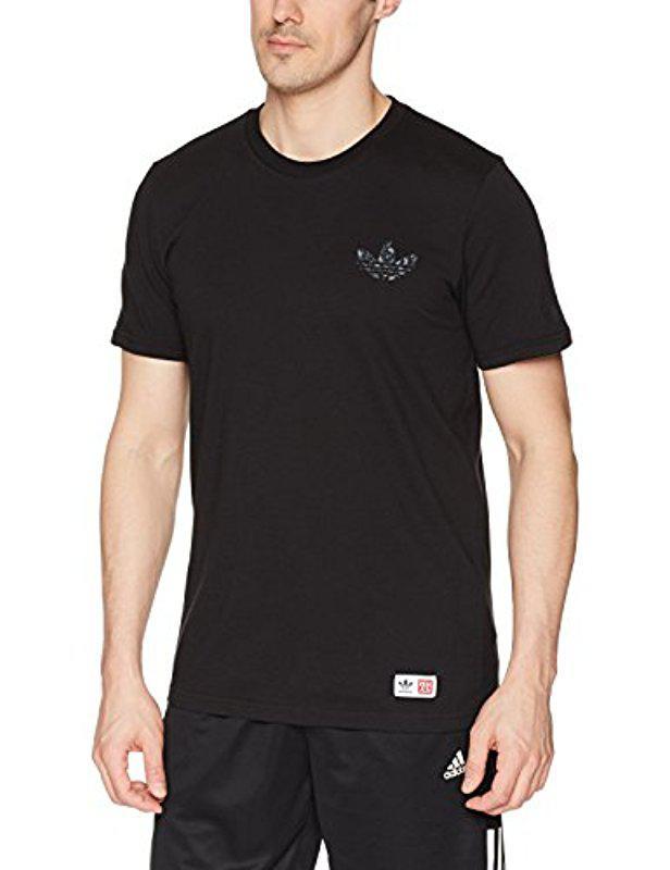 Lyst adidas Originals skateboarding mhak camiseta de manga corta en color negro