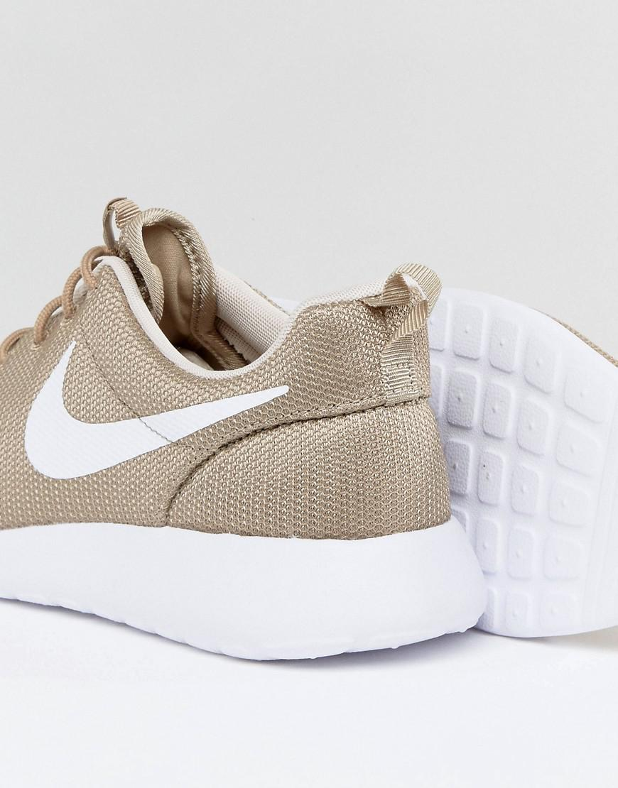 los angeles 68b1f c9530 Nike Roshe One Trainers In Beige 511881-203 in Green for Men - Lyst