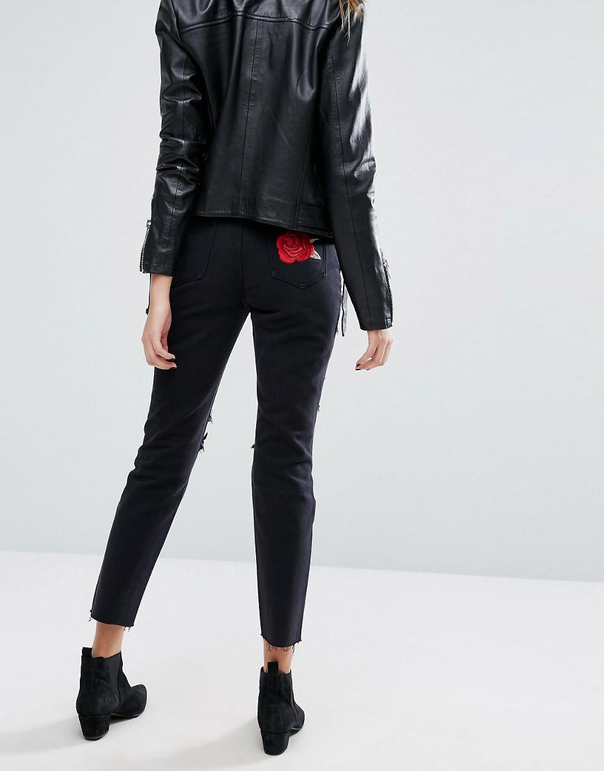 87a1096c032 Missguided Riot Embroidered Rose Mom Jeans in Black - Lyst