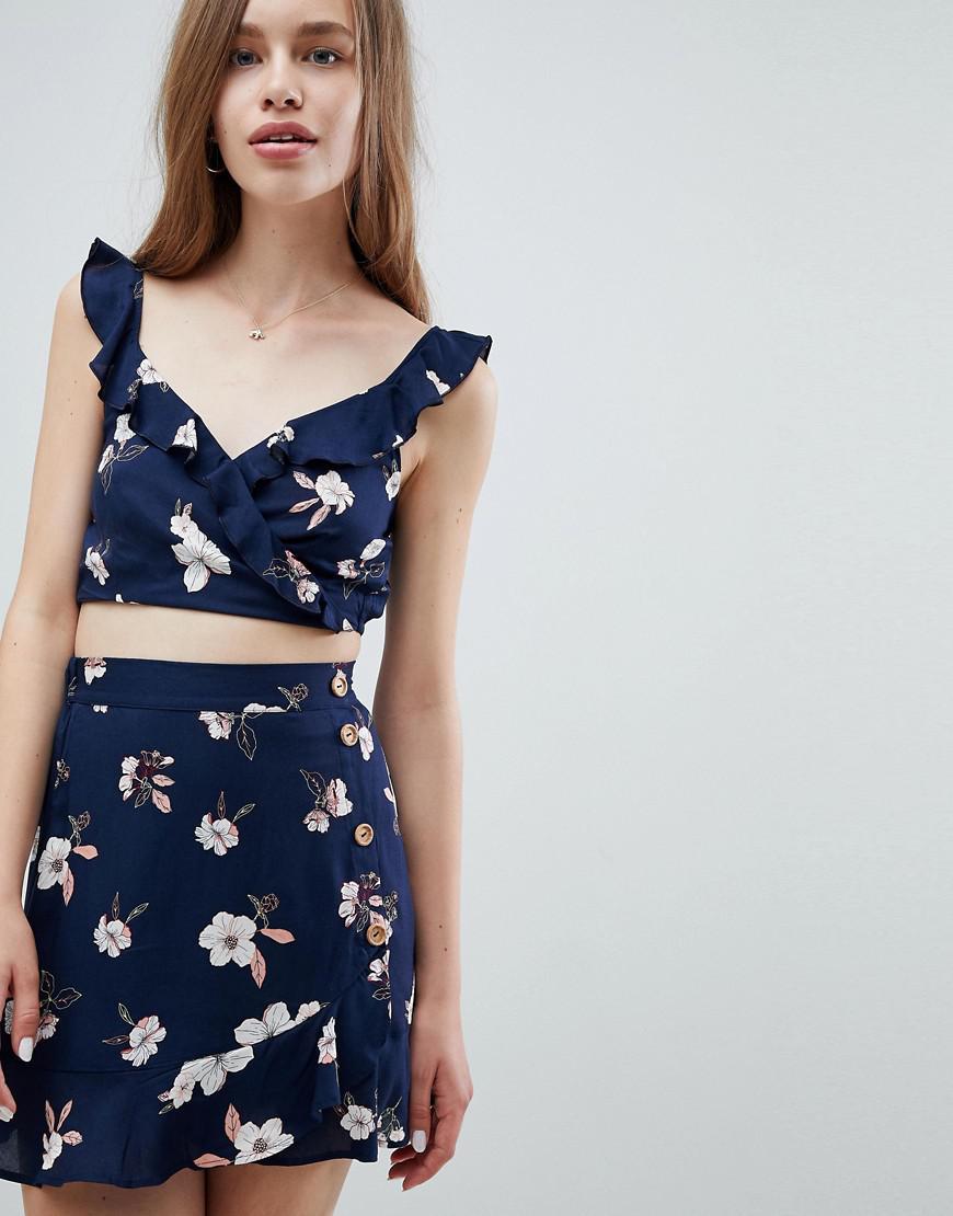 265a25050a7 Pull&Bear Dark Floral Crop Top In Multi in Blue - Lyst