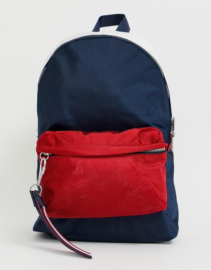 Lyst - Sac dos avec franges, logo amovible et poche rouge sur le ... 72a5923fc98